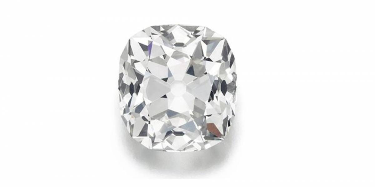 """Subastan anillo de """"fantasía"""" en medio millón de dólares"""