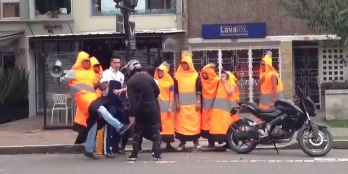 ¡Indignante! Cono del Distrito se fue a los golpes con motociclista