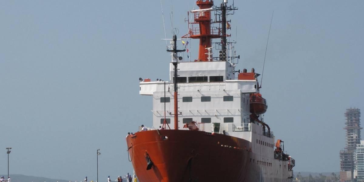 Rescatan a naufragos de barco que se volcó en el Caribe