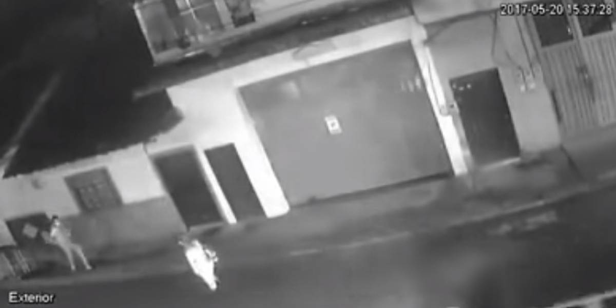 ¡Impresionante! Hombre golpeó brutalmente a una mujer en Antioquia