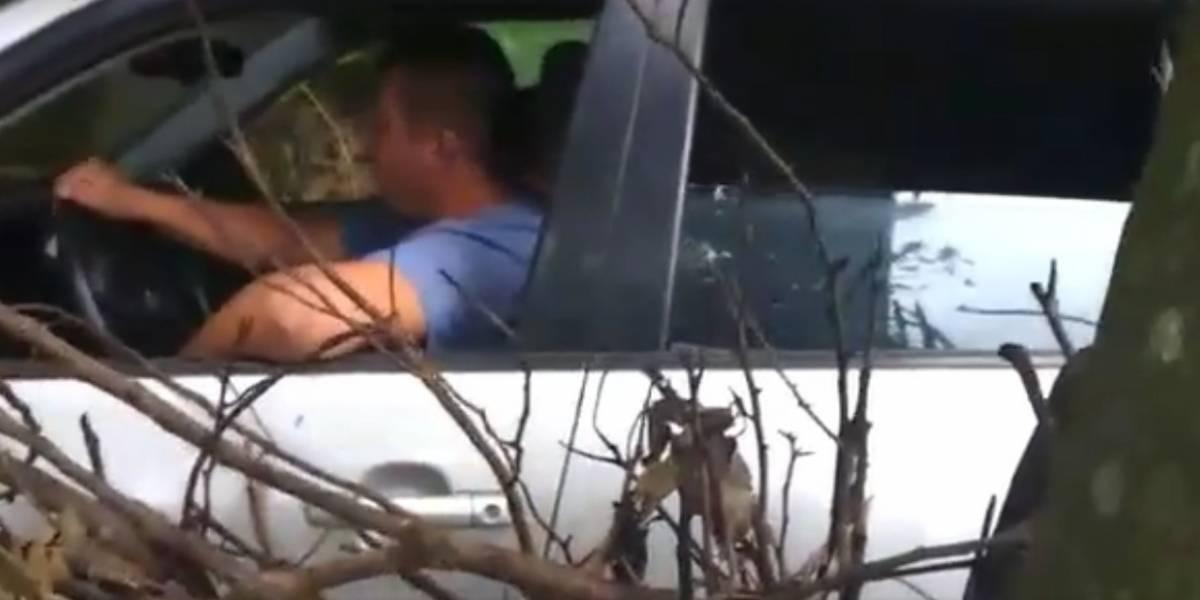 Video: conductor borracho casi atropella a niños patinadores