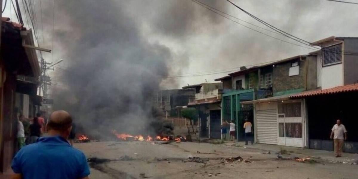Manifestantes queman casa de infancia de Hugo Chávez