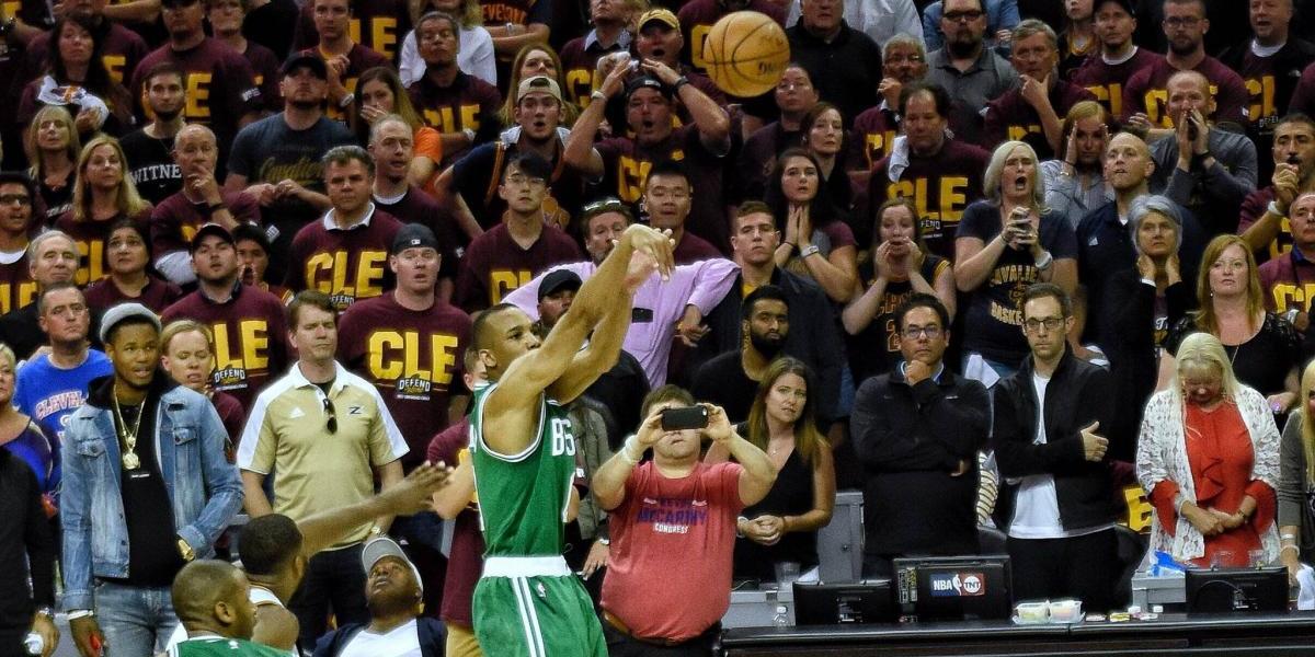 Celtics vencen a Cavs en la chicharra