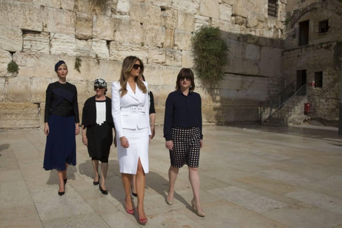 Melania e Ivanka Trump llegando al Muro de las Lamentaciones Foto: AP