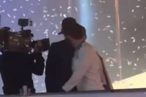 VIDEO: Isco besa en la boca a Sergio Ramos durante festejos del Real Madrid