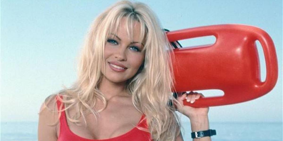 Pamela Anderson llega a Cannes con un rostro que nadie reconoce