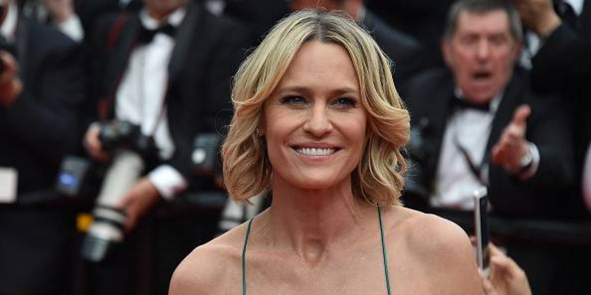La actriz Robin Wright posa por primera vez en topless