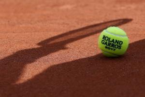 Feijão joga mal e perde de argentino em estreia no quali de Roland Garros