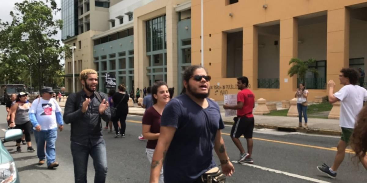 Estudiantes piden renuncia de presidenta UPR