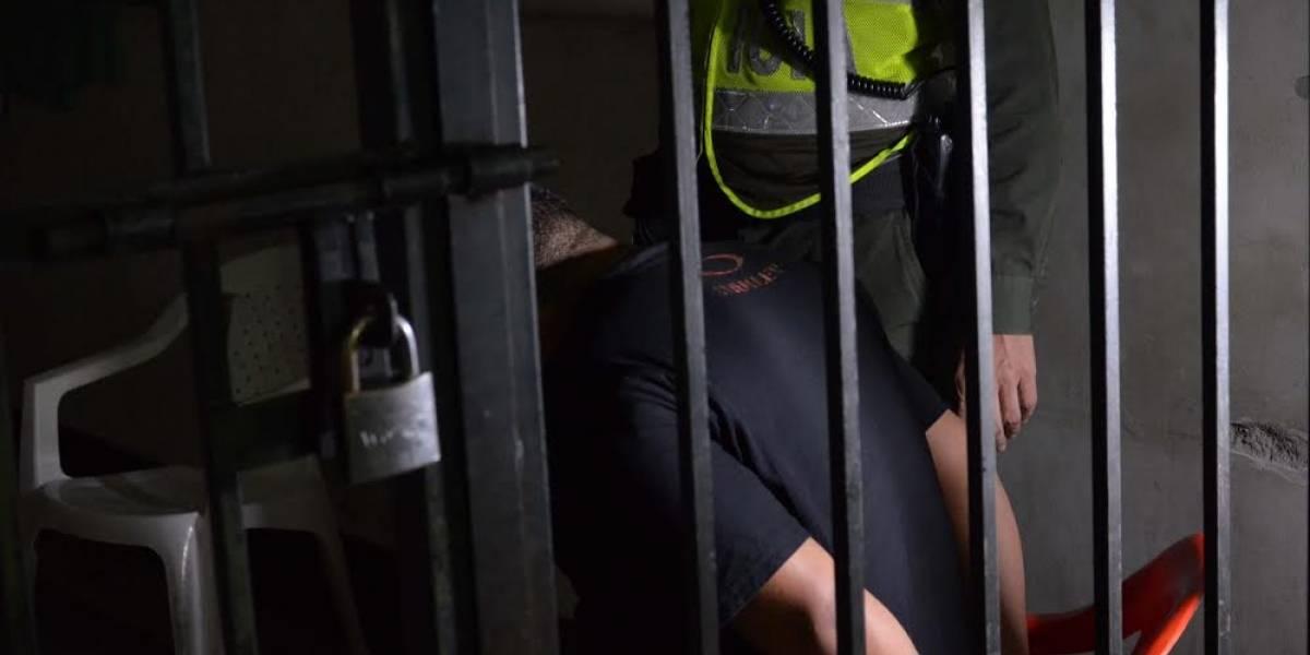 Empacando dosis de marihuana capturaron a la madre y a sus dos hijos en Medellín