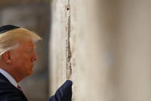 El presidente Donald Trump en el Muro de los Lamentos Foto: AP