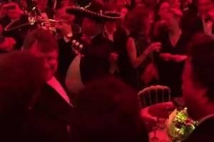 """Mexicanos cantan """"México Lindo y Querido"""" en el Festival de Cannes"""
