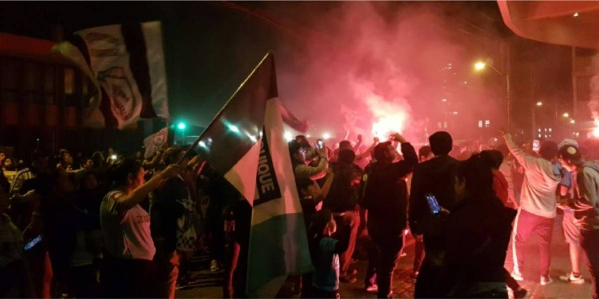 Con todo a la Libertadores: Hinchas despiden a Deportes Iquique con Dragonazo