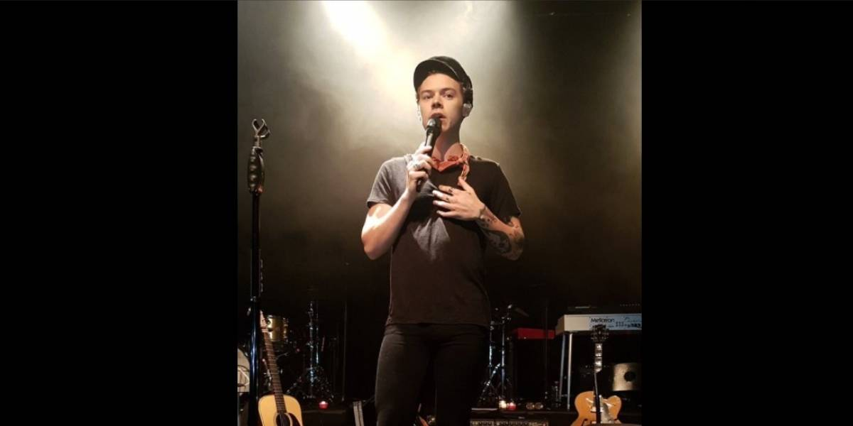 Harry Styles guarda un minuto de silencio en México por víctimas en Manchester