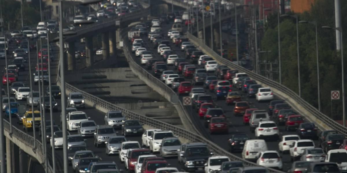 Hoy No Circula aplica para autos con engomado rojo