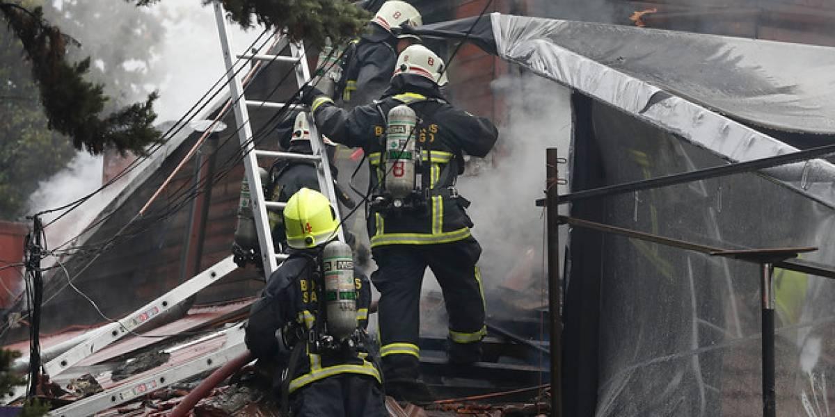 Tres casas destruidas y 12 damnificados deja incendio en Conchalí