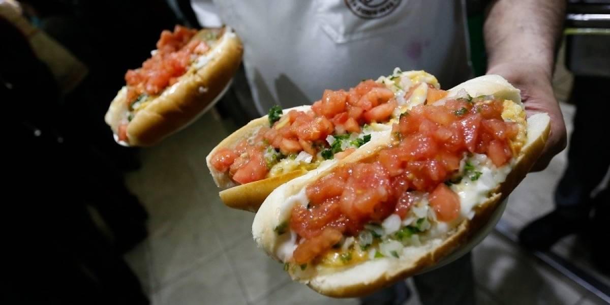 """""""Día del Completo"""": conoce las distintas preparaciones, las más raras y cuál es el favorito de los chilenos"""