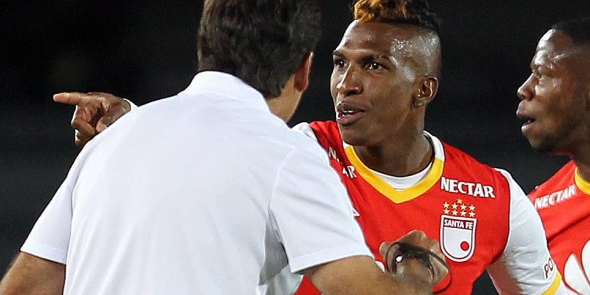 Hinchas de Santa Fe en contra de Johan Arango por la eliminación de Libertadores