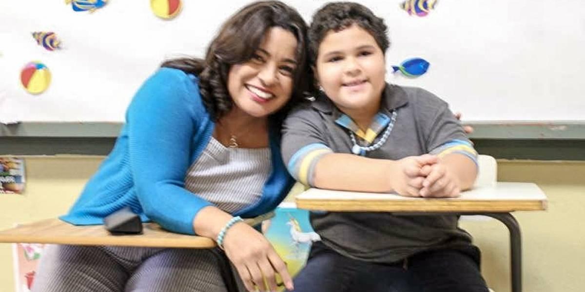 Entregan pupitres para niños zurdos en Salinas