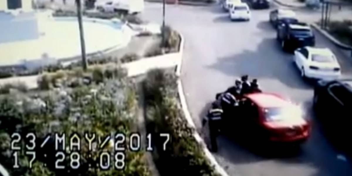 VIDEO. Conductora atropella a policías para evitar una multa