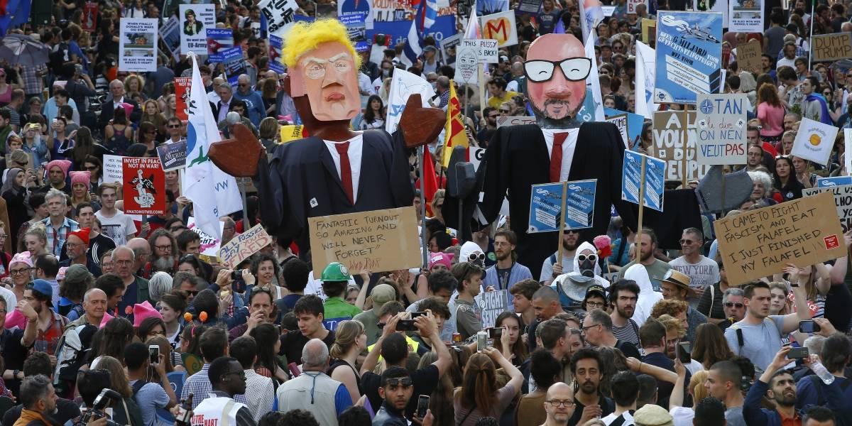 Trump es recibido por manifestantes en Bruselas