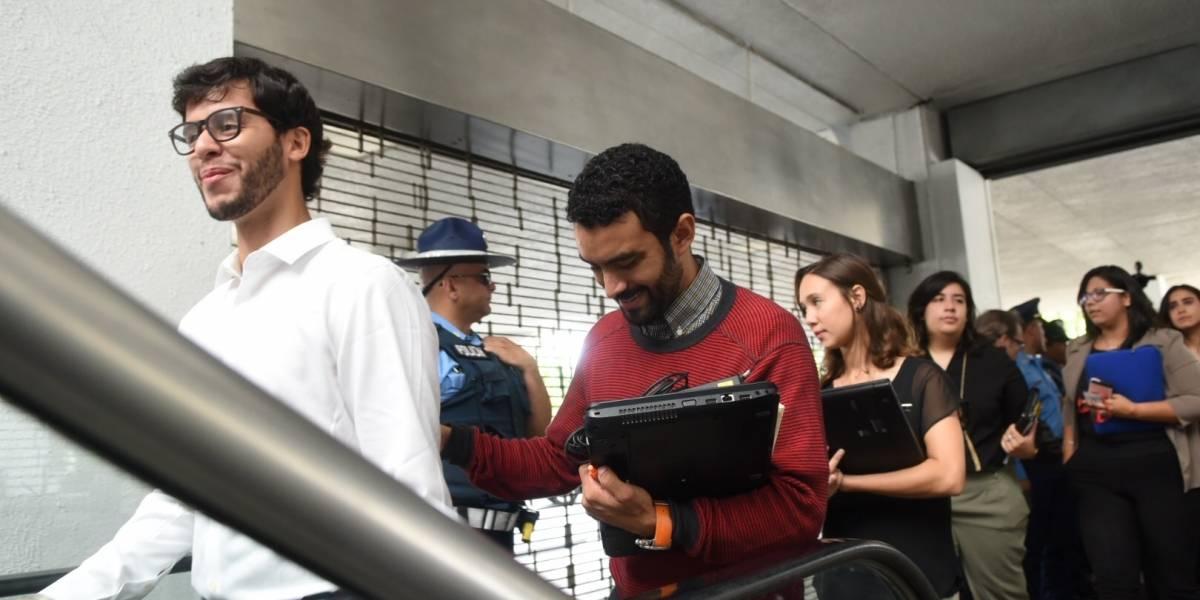 Estudiantes de UPR se reúnen con la Junta de Control Fiscal
