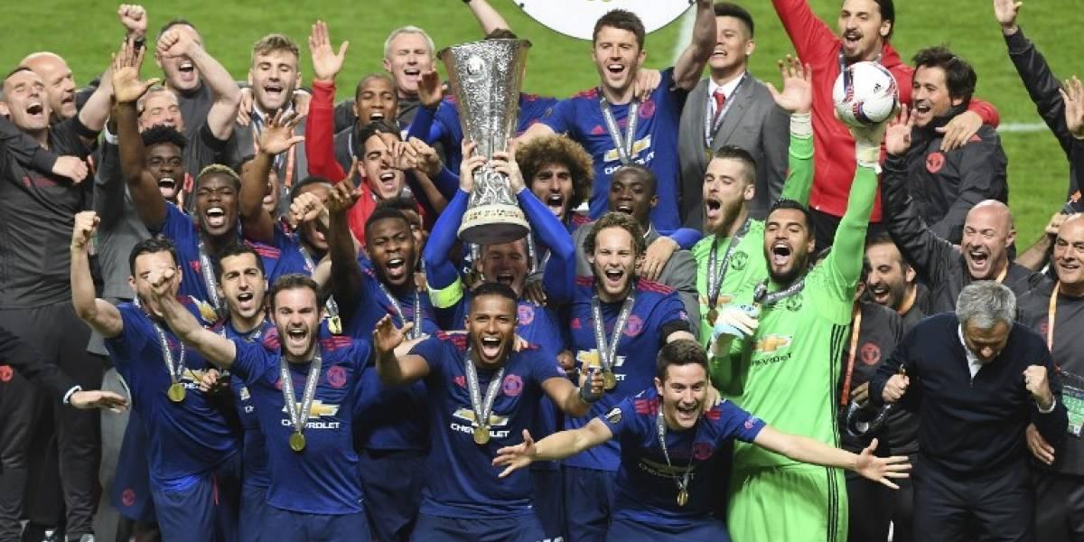 El Manchester United levanta el trofeo de la Europa League