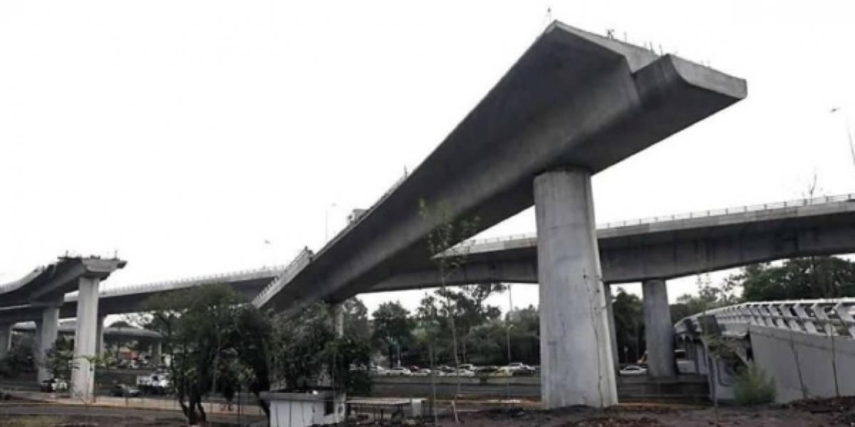 Cae una estructura metálica sobre una casa en Viaducto-Tlalpan
