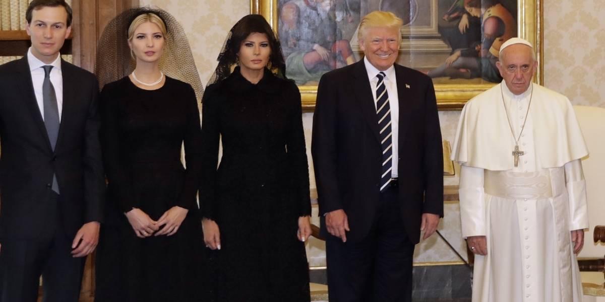La familia Trump posa junto al Papa Francisco