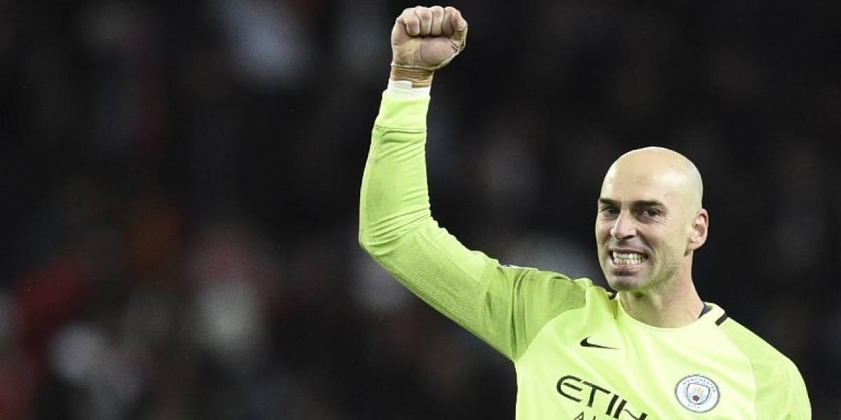 Pista libre para Claudio Bravo: Willy Caballero se fue del Manchester City