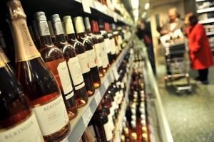 Gobernador de Florida veta venta de bebidas alcohólicas en supermercados
