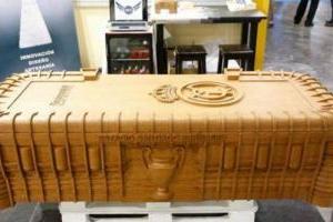 Funeraria crea ataúd con forma del estadio Santiago Bernabéu