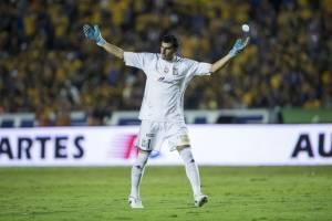 VIDEO: ¡El villano del Volcán! Nahuel Guzmán se equivocó en los dos goles de Chivas