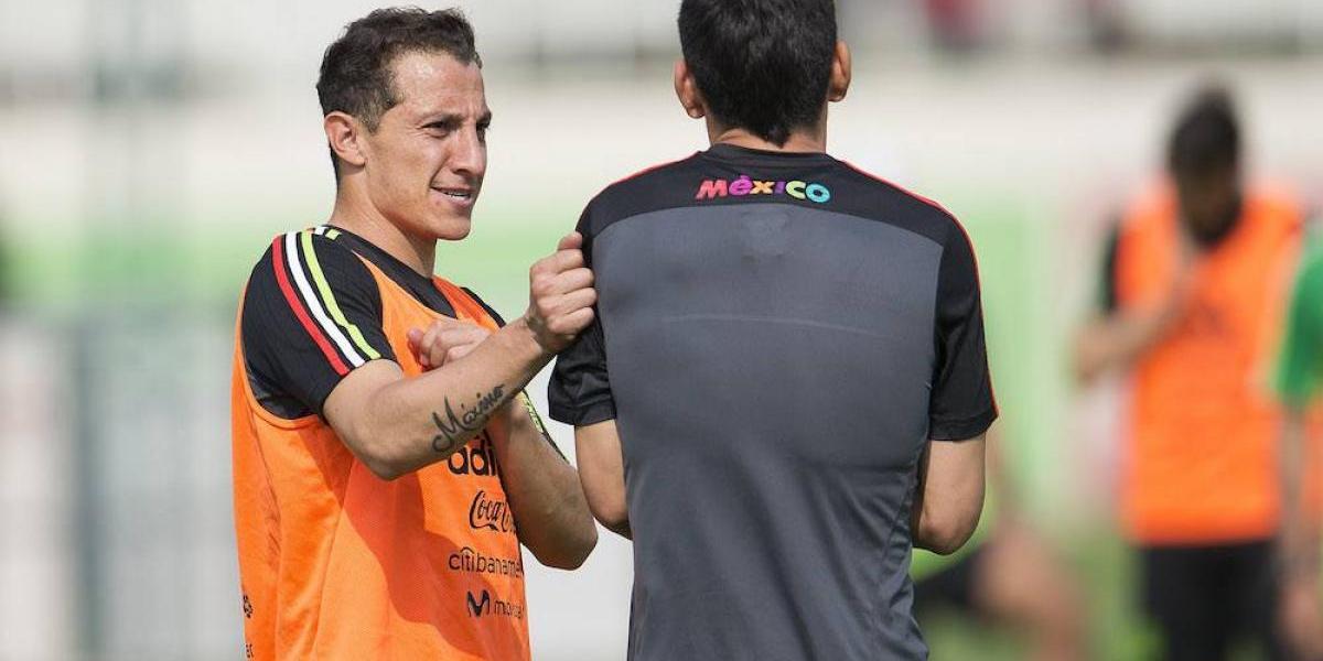VIDEO: Andrés Guardado demuestra la buena puntería que tiene en los pies