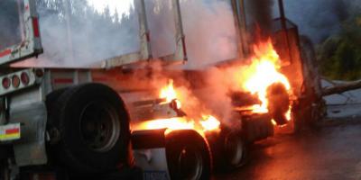 Carabineros investiga ataque que dejó tres camiones incendiados en La Araucanía