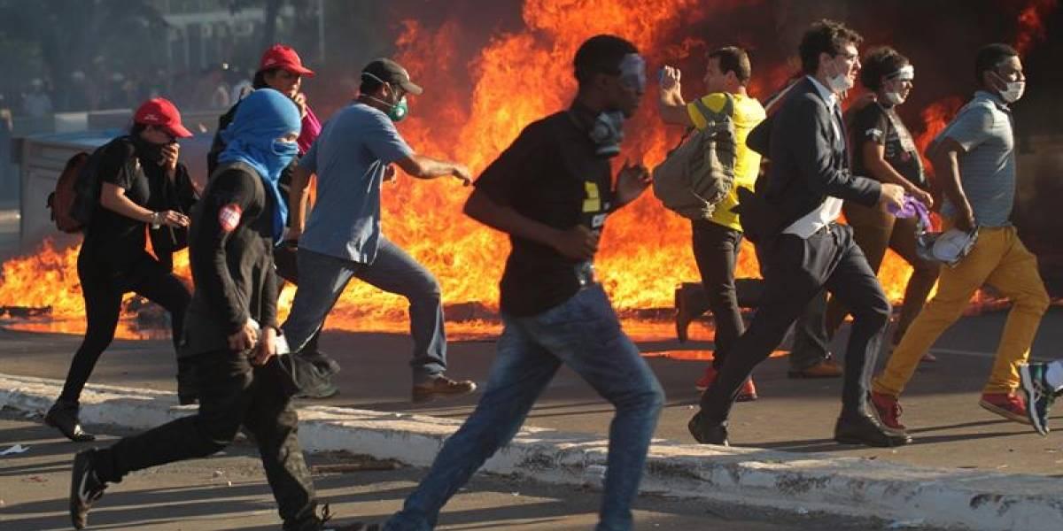 Las imágenes de la revuelta en Brasilia que terminó con el Ministerio de Agricultura en llamas