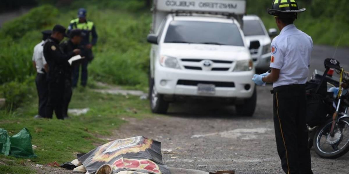 Localizan cadáver de mujer envuelta en sábanas en Amatitlán