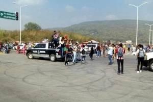 Aficionados de Chivas realizan bloqueos por falta de boletos