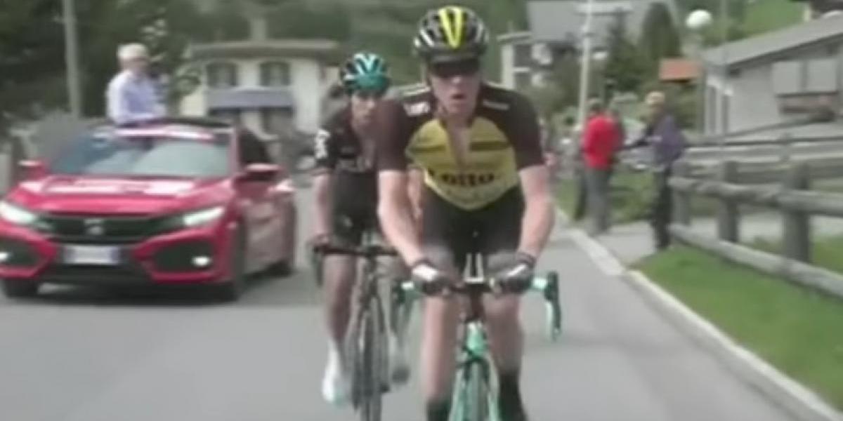 VIDEO: Ciclista se detuvo al baño en pleno Giro de Italia ¡Por molestias estomacales!