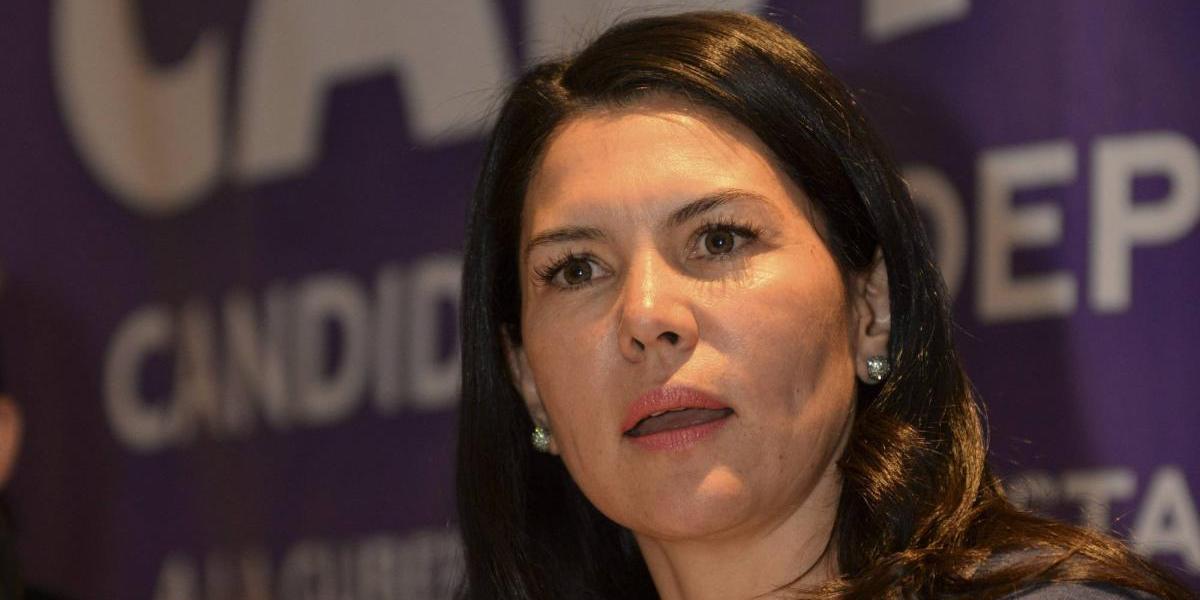Teresa Castell resiste y dice que no declinará a favor de algún partido