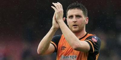 Hull avisa por Twitter a jugador que no seguirá en el equipo