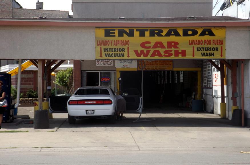 Tenga cuidado cuando entrega las llaves de su carro, se lo pueden robar en un lavadero