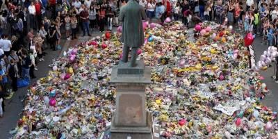 Ingleses cantam Oasis em homenagem às vítimas do atentado