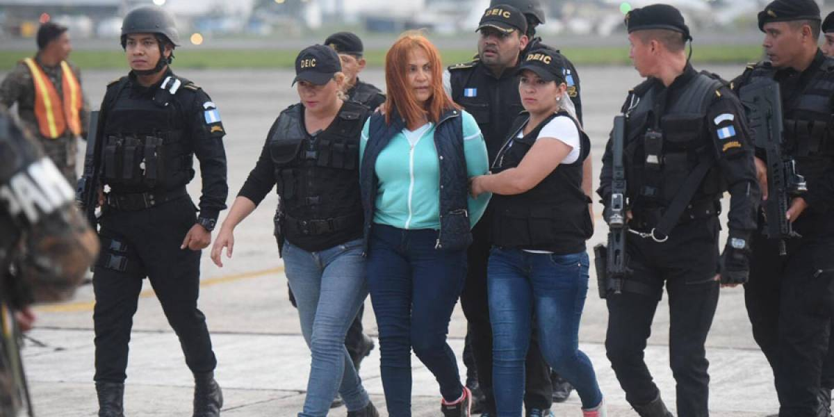 """Marixa Lemus Pérez, alias """"la Patrona"""", llega a la Fuerza Aérea Guatemalteca desde El Salvador"""
