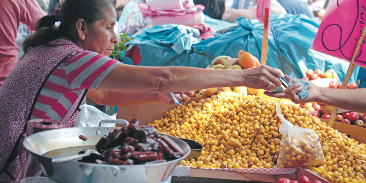 Salario mínimo de 92 pesos, ni para dar de comer a dos personas