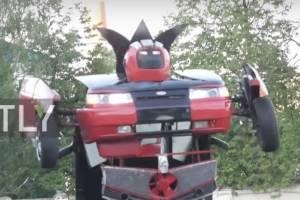 "VIDEO: Padre e hijo construyen un ""Transformer"" en tamaño real"