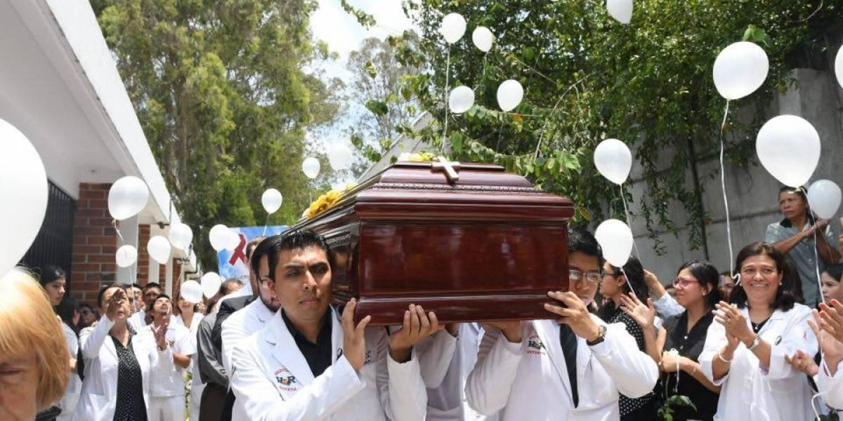 Rinden homenaje póstumo al doctor Carlos Mejía