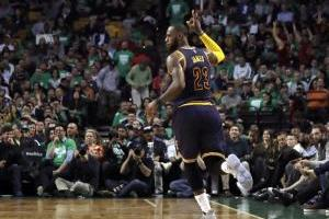 LeBron James rompe récord de Jordan; los Cavs avanzan a la final de la NBA