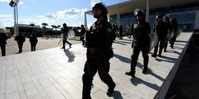 Manifestantes exigen la renuncia de Temer, rodean su residencia