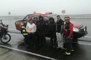 Bomberos rescatan personas extraviadas en Papallacta